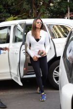 Bipasha Basu Spotted At Juhu on 12th Dec 2017 (4)_5a30d644d1ccc.jpg