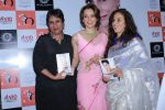 Barkha Dutt, Kangana Ranaut At The Launch Of Shobhaa De Book Seventy And To Hell With It on 13th Dec 2017 (35)_5a323d3af1b21.JPG