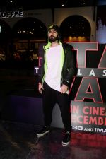 Karan Grover at the Red Carpet Premiere Of 2017_s Most Awaited Hollywood Film Disney Star War on 13th Dec 2017 (14)_5a3241d111cda.jpg