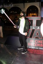 Karan Grover at the Red Carpet Premiere Of 2017_s Most Awaited Hollywood Film Disney Star War on 13th Dec 2017 (15)_5a3241d2e6320.jpg