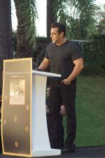 Salman Khan at the Launch Of Bina Kak_s Book Silent Sentinels Of Ranthambhore on 13th Dec 2017 (228)_5a32394af13fd.JPG