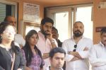 Abhishek Bachchan at the Final Rite Of Director Neeraj Vora on 14th Dec 2017 (71)_5a3371bf1c1ee.JPG