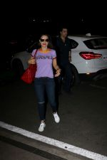 Ameesha Patel Spotted At Airport on 14th Dec 2017 (2)_5a3371e7e3c9d.JPG