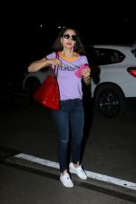 Ameesha Patel Spotted At Airport on 14th Dec 2017 (4)_5a3371e97c473.JPG