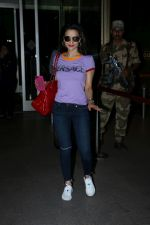Ameesha Patel Spotted At Airport on 14th Dec 2017 (6)_5a3371eb64a84.JPG