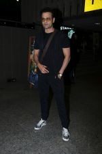Rohit Roy Spotted At Airport on 14th Dec 2017 (11)_5a3372b32b583.JPG