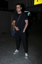 Rohit Roy Spotted At Airport on 14th Dec 2017 (14)_5a3372b619ed3.JPG