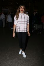 Daisy Shah Spotted At Airport on 16th Dec 2017 (11)_5a35211fc8f7f.JPG