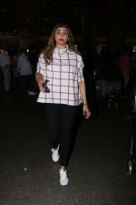 Daisy Shah Spotted At Airport on 16th Dec 2017 (13)_5a35212a944fa.JPG