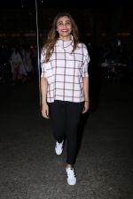 Daisy Shah Spotted At Airport on 16th Dec 2017 (14)_5a35212e67cd8.JPG