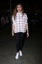 Daisy Shah Spotted At Airport on 16th Dec 2017 (15)_5a3521324c609.JPG