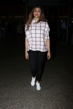 Daisy Shah Spotted At Airport on 16th Dec 2017 (16)_5a3521386571c.JPG