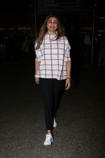 Daisy Shah Spotted At Airport on 16th Dec 2017 (17)_5a35213b8d144.JPG