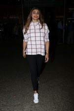Daisy Shah Spotted At Airport on 16th Dec 2017 (18)_5a35213f0336d.JPG