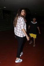 Daisy Shah Spotted At Airport on 16th Dec 2017 (20)_5a352143eca4f.JPG