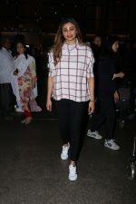 Daisy Shah Spotted At Airport on 16th Dec 2017 (6)_5a35210be00b6.JPG