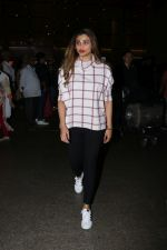 Daisy Shah Spotted At Airport on 16th Dec 2017 (8)_5a3521191105a.JPG