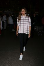 Daisy Shah Spotted At Airport on 16th Dec 2017 (9)_5a35211baa0c3.JPG