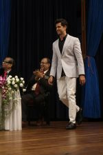 Hrithik Roshan At 43rd Giants International Convention 2017 on 16th Dec 2017 (25)_5a352cb73871d.JPG