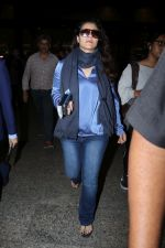 Kajol Spotted At Airport on 16th Dec 2017 (15)_5a35210b2dfe0.JPG