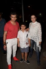 Sonu Nigam, Madhurima Nigam spotted at Yauatcha Mumbai on 15th Dec 2017 (30)_5a352912e6a5a.JPG