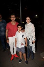 Sonu Nigam, Madhurima Nigam spotted at Yauatcha Mumbai on 15th Dec 2017 (32)_5a35291404344.JPG