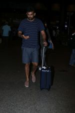 Zaheer Khan Spotted At Airport on 16th Dec 2017 (2)_5a352126bf8a3.JPG
