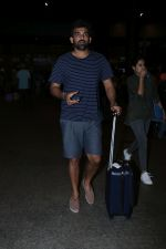 Zaheer Khan Spotted At Airport on 16th Dec 2017 (7)_5a35212a170ef.JPG