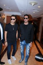 Salim Merchant, Sulaiman Merchant at the Launch of The Super Fight League Season 2 on 18th Dec 2017 (5)_5a38b5878b7bf.JPG