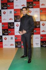Sidharth Malhotra at the Red Carpet Event Of Zee Cine Awards 2018 on 19th Dec 2017 (271)_5a3a0ea949172.JPG