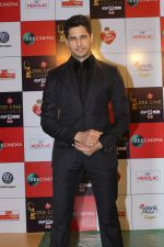 Sidharth Malhotra at the Red Carpet Event Of Zee Cine Awards 2018 on 19th Dec 2017 (273)_5a3a0ec2d3381.JPG