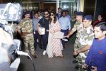 Anushka Sharma And Virat Kohli Spotted At Airport on 22nd Dec 2017 (10)_5a3e756259c04.JPG