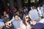 Anushka Sharma And Virat Kohli Spotted At Airport on 22nd Dec 2017 (28)_5a3e75e60d324.JPG