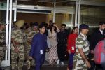 Anushka Sharma And Virat Kohli Spotted At Airport on 22nd Dec 2017 (5)_5a3e7546a3340.JPG