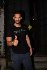 Angad Bedi at Richa Chadda_s party in Korner house on 23rd Dec 2017 (4)_5a41d10091836.JPG