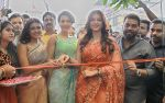 Catherine Tresa, Mehareen, Shalini Pandey launch KLM Fashion Mall at Vizag on 25th Dec 2017 (76)_5a41e17bdda0f.jpg