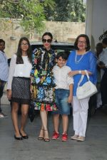 Karisma Kapoor at Christmas Party At Shashi Kapoor_s House on 25th Dec 2017 (52)_5a41ebc67f464.JPG