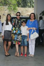 Karisma Kapoor at Christmas Party At Shashi Kapoor_s House on 25th Dec 2017 (54)_5a41ebcde6cb8.JPG