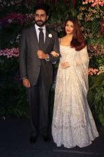 Abhishek Bachchan, Aishwarya Rai bachchan at Anushka Sharma And Virat Kohli_s Wedding Celebration In Mumbai on 26th Dec 2017 (16)_5a432dea4e2d7.JPG