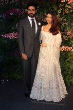 Abhishek Bachchan, Aishwarya Rai bachchan at Anushka Sharma And Virat Kohli_s Wedding Celebration In Mumbai on 26th Dec 2017 (18)_5a432debbc922.JPG