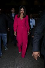 Priyanka Chopra Spotted At Airport on 26th Dec 2017(20)_5a432f4751668.JPG
