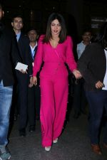 Priyanka Chopra Spotted At Airport on 26th Dec 2017(22)_5a432f4c6b93b.JPG