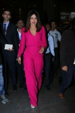Priyanka Chopra Spotted At Airport on 26th Dec 2017(23)_5a432f4eb2203.JPG