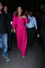 Priyanka Chopra Spotted At Airport on 26th Dec 2017(24)_5a432f57a1884.JPG
