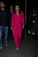 Priyanka Chopra Spotted At Airport on 26th Dec 2017(27)_5a432fac6d1b0.JPG