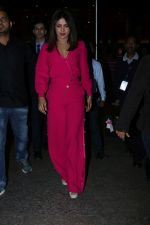 Priyanka Chopra Spotted At Airport on 26th Dec 2017(28)_5a432fec7ac40.JPG