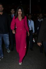 Priyanka Chopra Spotted At Airport on 26th Dec 2017(29)_5a432ff36949e.JPG