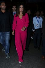 Priyanka Chopra Spotted At Airport on 26th Dec 2017(31)_5a43303006601.JPG