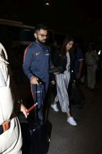 Anushka Sharma, Virat Kohli spotted at Airport on 27th Dec 2017 (10)_5a44c1aa3ad2e.JPG