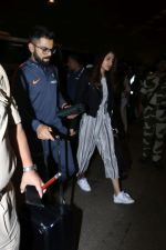 Anushka Sharma, Virat Kohli spotted at Airport on 27th Dec 2017 (12)_5a44c1ac5ac2b.JPG